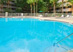 塞拉布雷遜貝蒙特旅館套房酒店 - Celebration - 游泳池