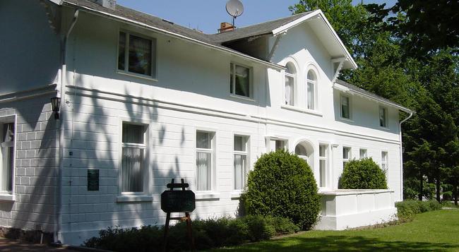 Hotel Weißes Schloss - 塞巴特黑靈斯多夫 - 建築