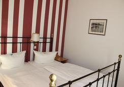 施勞斯維比斯酒店 - 塞巴特黑靈斯多夫 - 臥室