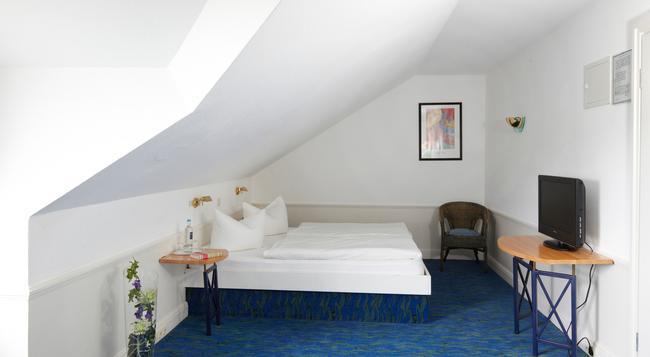 Hotel Residenz - 塞巴特黑靈斯多夫 - 臥室
