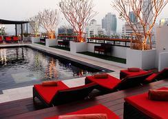 曼谷是隆富麗華飯店 - 曼谷 - 游泳池