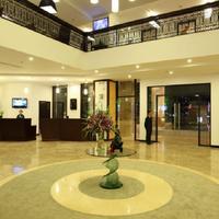 Cendeluxe Hotel - Managed by H & K Hospitality Lobby