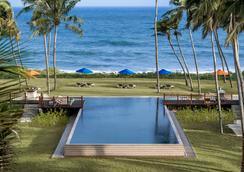 漢班托塔香格里拉Spa度假酒店 - 漢班托塔 - 游泳池