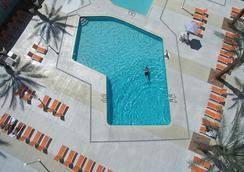 貓頭鷹賭場酒店 - 拉斯維加斯 - 游泳池