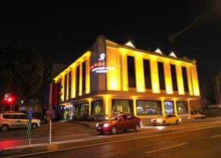 梅尔特尔莱思埃隆商务酒店