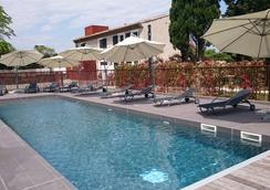李維斯橋酒店- 弗蘭克普特拉特 - Carcassonne - 游泳池