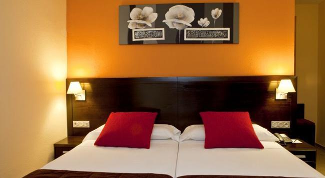 Hotel Itaca Fuengirola - 福恩吉羅拉 - 臥室