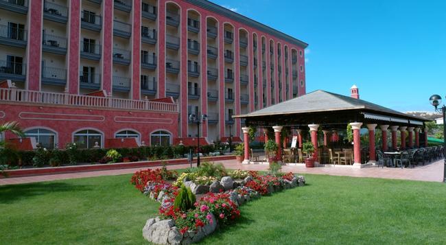 Hotel Las Aguilas - 拉克魯斯 - 建築