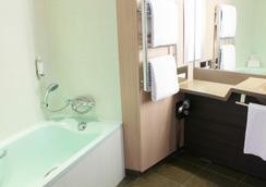 大洋洲巴黎凡爾賽門酒店 - 巴黎 - 浴室
