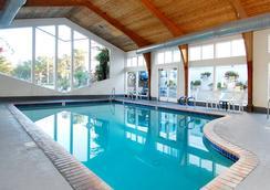蒙特里號角酒店 - 蒙特雷 - 游泳池