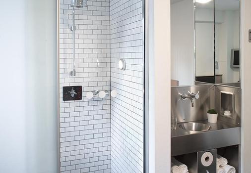 波德 51 飯店 - 紐約 - 浴室