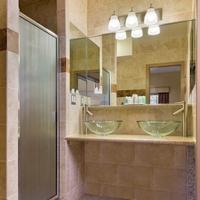 Chelsea Pines Inn Bathroom