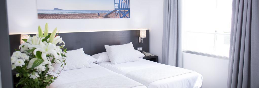 Hotel Los Alamos - 貝尼多姆 - 臥室