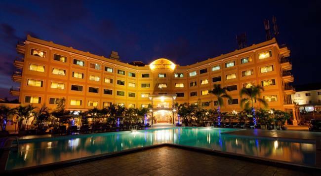 Golden Sand Hotel - 磅遜 - 建築