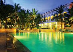 白蓮花度假酒店 - 暹粒 - 游泳池