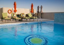 珍珠灣酒店式公寓 - 多哈 - 游泳池