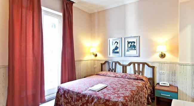 Hotel Pyramid - 羅馬 - 臥室