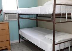 貝殼汽車旅館及國際旅舍 - 基韋斯特 - 臥室