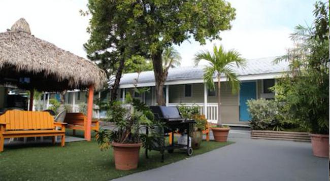 Seashell Motel & Key West Hostel - 基韋斯特 - 建築