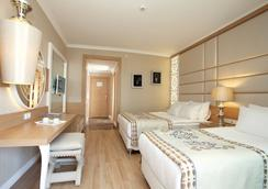 Quattro Beach Spa & Resort - 阿拉尼亞 - 臥室