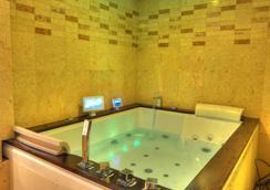 六季酒店 - 達卡 - 浴室