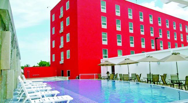 Hotel Hex - 馬拿瓜 - 游泳池