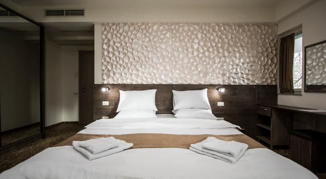 Park Hotel - Yerevan - 臥室