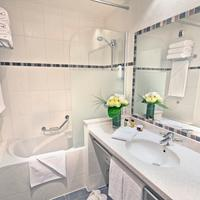 Fraser Suites Harmonie Paris La Défense Bathroom