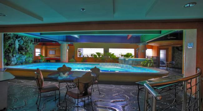 24h Apartment Hotel - Makati - 游泳池