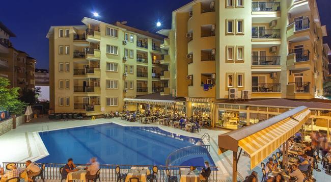 Kleopatra Royal Palm Hotel - 阿拉尼亞 - 建築