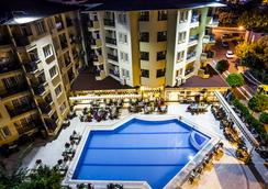 Kleopatra Royal Palm Hotel - 阿拉尼亞 - 游泳池