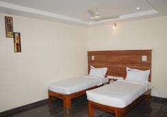 Hotel Slv Grand - 蒂魯伯蒂 - 臥室
