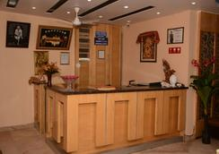 Hotel Maharani Palace - 新德里 - 櫃檯