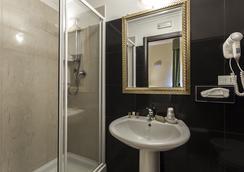 雷吉納吉雅萬納酒店 - 羅馬 - 浴室
