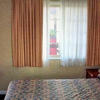 Pacific Heights Inn Guestroom