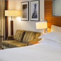 Movenpick Hotel & Apartments Bur Dubai Guestroom