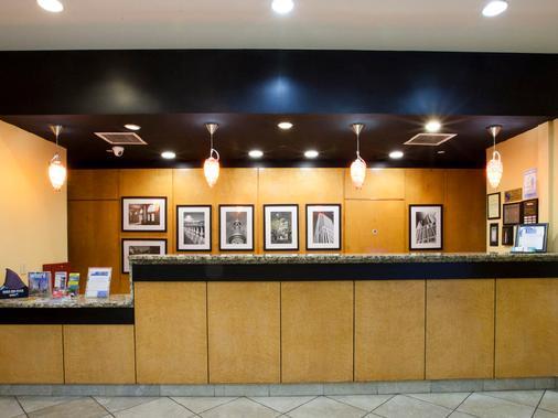 坦帕巴里摩爾酒店 - 坦帕 - 櫃檯