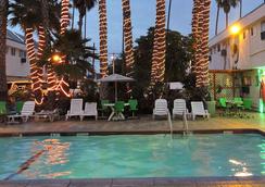 洛杉磯探險家全套房酒店 - 英格爾伍德 - 游泳池