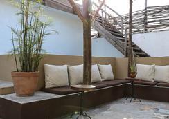 Teetotum Hotel Restaurant Lounge - 圖盧姆 - 休閒室