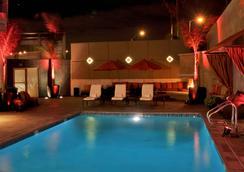 洛杉磯美好生活精品酒店 - 洛杉磯 - 游泳池
