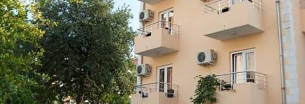 Sun Hostel Budva - 布德瓦 - 建築