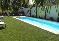 波爾多舒適B&B酒店 - 波爾多 - 游泳池