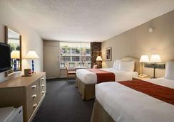 基西米華美達港威酒店 - 基西米 - 臥室