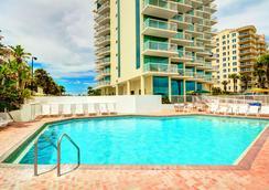 巴哈馬之家- 代托納比奇海灘酒店 - 代托納海灘 - 游泳池