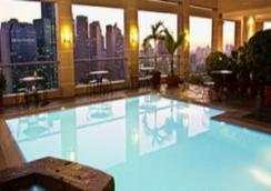 城市花園馬卡蒂酒店 - Makati - 游泳池