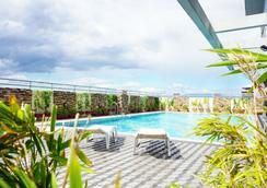 Greenhills Elan Hotel Modern - 馬尼拉 - 游泳池