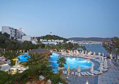 薩爾瑪吉斯度假Spa酒店 - 博德魯姆 - 游泳池