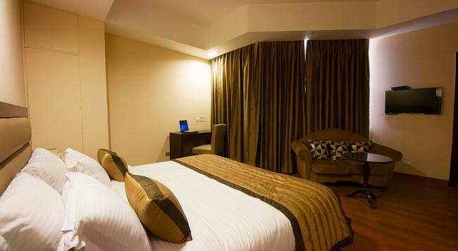 Hotel Aura @ Airport - 新德里 - 臥室