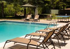 Evergreen Lodge & Condos - 範爾 - 游泳池
