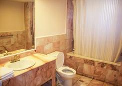 Hotel Posada del Sol Inn - 托雷翁 - 浴室
